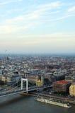 Boedapest bij schemer Royalty-vrije Stock Foto's
