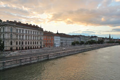 Boedapest bij zonsondergang Stock Afbeeldingen
