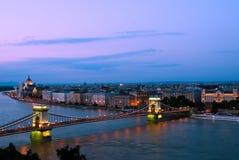 Boedapest in de avond Royalty-vrije Stock Afbeeldingen