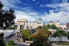 Boedapest, de beroemde Kettingsbrug over de rivier van Donau stock fotografie