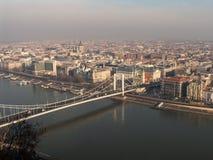 Boedapest in de ochtendmist Royalty-vrije Stock Afbeelding