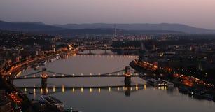 Boedapest door dageraad Stock Fotografie