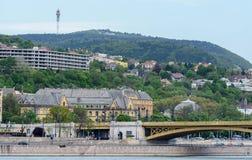 Boedapest is een oude Buda en een elegant Ongedierte zij door de Donau worden verdeeld Rechteroever - Buda Hij is lang en heuveli stock afbeelding