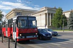 BOEDAPEST, HONGARIJE - AUGUSTUS 08, 2012: Trolleybus Ikarus 280T in Boedapest royalty-vrije stock afbeeldingen