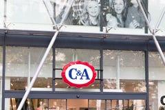 Boedapest/Hongarije-28 08 18: C&A kleedt de de lijn vooropslag zich van de boutiquekleding royalty-vrije stock afbeelding