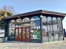 Boedapest/Hongarije - Februari 12 2012: Hogere post van de wijnoogst van Boedapest funiculair stock afbeelding