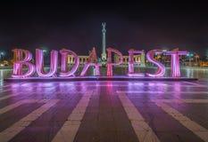 Boedapest, Hongarije - het mooie Helden` s Vierkant, Hosok tere of of Millennium 's nachts Monument Royalty-vrije Stock Foto
