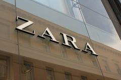 Boedapest, Hongarije, 5 JULI, 2018: Zaraopslag in Boedapest, Vaci-straat Zara is één van grootste internationaal stock foto's