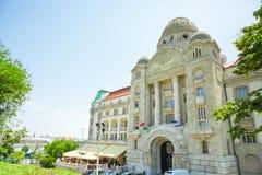 BOEDAPEST, HONGARIJE - JUNI 15, 2016: De ingang van hotelgellert ` s aan thermisch kuuroord dichtbij Dunabe-Rivier in Boedapest,  Royalty-vrije Stock Foto's