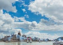 BOEDAPEST, HONGARIJE, JUNI 24 - 2018 - Red Bull-Luchtras in het centrum van hoofdstad Boedapest, Hongarije royalty-vrije stock afbeelding