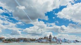 BOEDAPEST, HONGARIJE, JUNI 24 - 2018 - Red Bull-Luchtras in het centrum van hoofdstad Boedapest, Hongarije royalty-vrije stock fotografie
