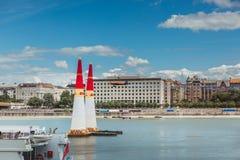 BOEDAPEST, HONGARIJE, JUNI 24 - 2018 - Red Bull-Luchtras in het centrum van hoofdstad Boedapest, Hongarije royalty-vrije stock foto's