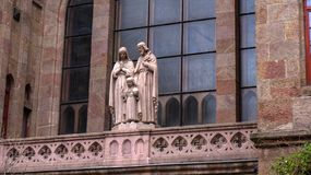 Boedapest Hongarije 03 15 2019 kerkdetail met standbeelden royalty-vrije stock foto