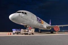 BOEDAPEST, HONGARIJE - MAART 5 - DC-10 vliegtuig bij stock afbeelding