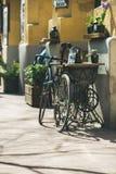 BOEDAPEST, HONGARIJE 22 MAART, 2017: Oude gestileerde retro fiets Royalty-vrije Stock Afbeelding