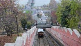 Boedapest, Hongarije - 8 Mei, 2016: Twee kabelbanenpas elkaar stock footage