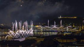 Boedapest, Hongarije - mooie twintigste van Augustus-vuurwerk over de rivier Donau op St Stephens dag of stichtingsdag van Hongar Royalty-vrije Stock Afbeelding