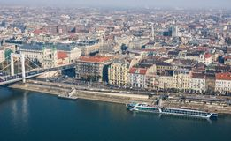 BOEDAPEST, HONGARIJE - NOVEMBER 6, 2015: Dijk van de Donau van Gellert-Heuvel Boedapest, Hongarije Stock Foto
