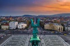 Boedapest, Hongarije - Satellietbeeld van het Vierkant van Helden met een mooie zonsondergang royalty-vrije stock foto's