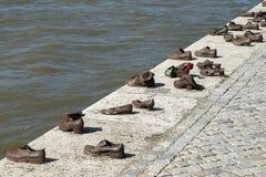 BOEDAPEST, HUNGARY/EUROPE - 21 SEPTEMBER: Het gedenkteken van ijzerschoenen aan royalty-vrije stock foto's