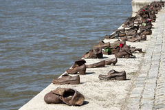 BOEDAPEST, HUNGARY/EUROPE - 21 SEPTEMBER: Het gedenkteken van ijzerschoenen aan royalty-vrije stock foto