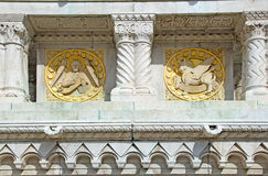 Boedapest - symbolen van st. Matthew en st. luke stock fotografie