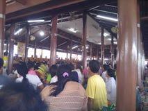 Boeddhisten op de dag van Asanha Puja stock afbeeldingen