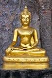 Boeddhistisch Beeldhouwwerk - Boedha die Mara onderwerpen Royalty-vrije Stock Foto's