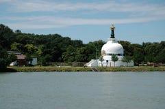 Boeddhistisch huis van gebed op de banken van de Donau in Wenen Stock Foto