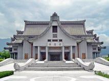 Boeddhistische architectuurvoorgevel van het gebouw stock afbeeldingen