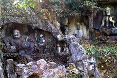 Boeddhistische de grottenstandbeelden van de Lingyintempel klippe Royalty-vrije Stock Fotografie