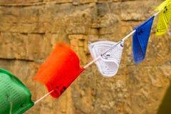 Boeddhistische gekleurde vlaggen met mantras over vrede royalty-vrije stock afbeelding