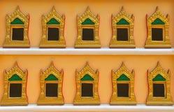 Boeddhistische kistmuur stock foto