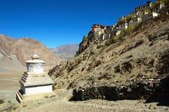 Boeddhistische monastry en stupa stock foto's