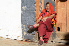 Boeddhistische monnik in Jakar Dzong, Jakar, Bhutan royalty-vrije stock afbeeldingen