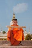 Boeddhistische monnik in Laos royalty-vrije stock afbeeldingen