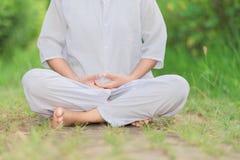 Boeddhistische Nonnenmeditatie Stock Afbeelding