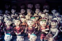 Boeddhistische poppen op verkoop bij een tempel Stock Afbeelding