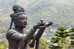 Boeddhistische standbeelden die en tot dienstenaanbod prijzen maken aan Tian Tan Buddha Grote Boedha bij Lantau-Eiland, in Hong K stock afbeelding
