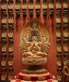 Boeddhistische standbeelden in een tempel royalty-vrije stock afbeeldingen