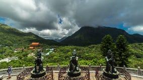 Boeddhistische standbeelden in Po Lin Monastery, Lantau-Eiland, Hong Kong 4K TimeLapse - Augustus 2016, Hong Kong stock videobeelden