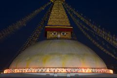 Boeddhistische stupa met verlichting Royalty-vrije Stock Foto's