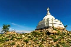 Boeddhistische Stupa van Verlichting op het eiland Ogoy Stock Fotografie