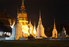 Boeddhistische tempel bij nacht Royalty-vrije Stock Fotografie