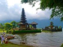 Boeddhistische tempel in de aard in Bali stock foto