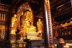 Boeddhistische Tempel. Gouden standbeeld van Boedha royalty-vrije stock fotografie