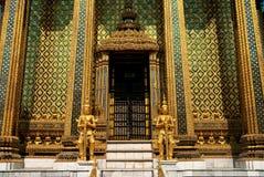 Boeddhistische tempel in groot paleis Bangkok Thailand stock fotografie