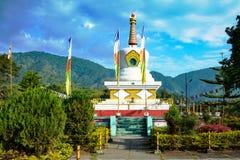Boeddhistische tempel in heuvelbovenkant van Itanagar, arunachal Pradesh, de grens van indo- China royalty-vrije stock afbeelding
