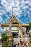 Boeddhistische tempel met kleurrijke zilveren decoratie Royalty-vrije Stock Afbeelding