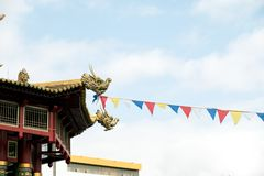 Boeddhistische tempel Rode Chinese lantaarnsvertoning, die bij de Chinese vieringen van het Nieuwjaar wordt genomen Het rood is g stock afbeeldingen
